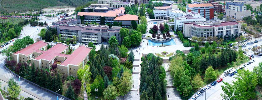 """Yükseköğretim Kurulu (YÖK), Bilkent Üniversitesi'ne """"Alan Odaklı Başarı Ödülü"""" verdi."""